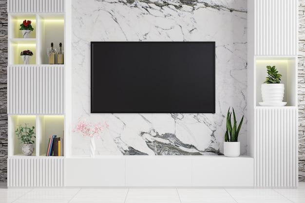 Telewizor na marmurowej ścianie w salonie ozdobiony nowoczesną szafką rtv i doniczkami na półkach