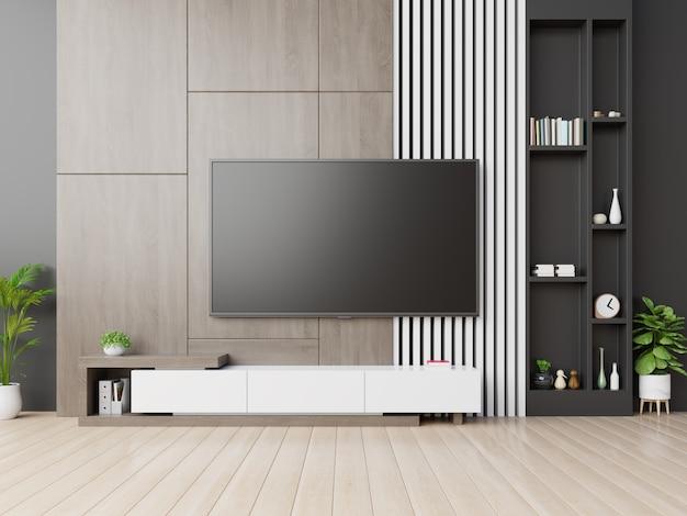 Telewizor na ścianie ma szafkę w nowoczesnym pustym pokoju z drewnianą ścianą.