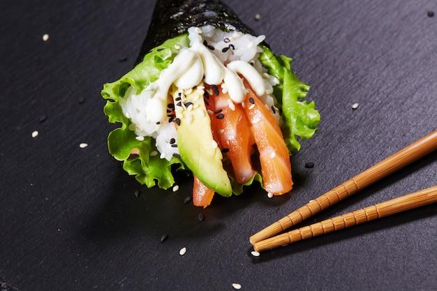 Temaki orientalne jedzenie