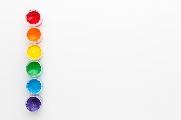 Tempera tęczowe kolory i kopia przestrzeń