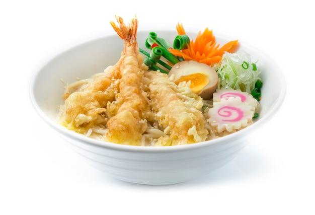 Tempura ramen ebi krewetki smażone w głębokim tłuszczu w kremowej zupie wieprzowej fukuoka