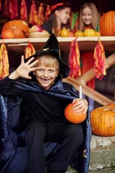 Ten czarodziej chce cię przestraszyć