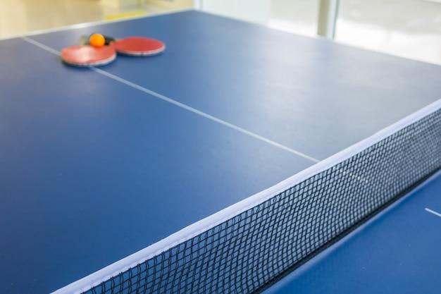 Tenis stołowy lub ping pong.