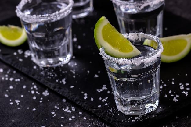 Tequila zastrzelona wapnem i solą