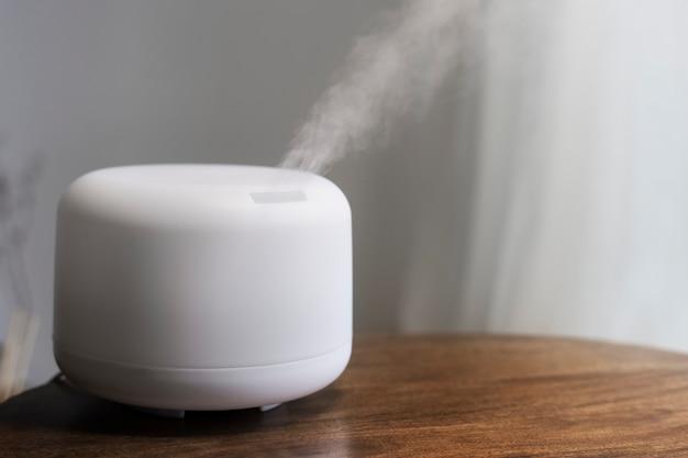 Terapeutyczne urządzenie domowe z nawilżaczem zapachowym