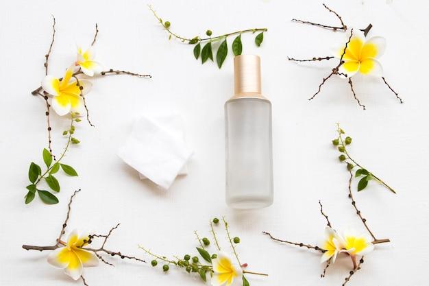 Terapia pierwsze serum tonizujące z bawełnianym wyciągiem z naturalnych kosmetyków ziołowych