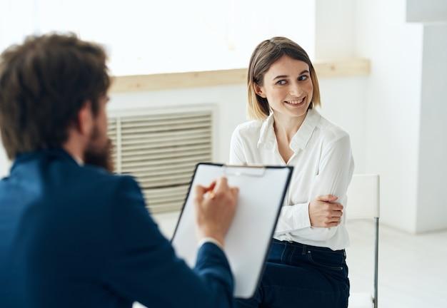 Terapia psychologiczna konsultacja komunikacyjna mężczyzny i kobiety