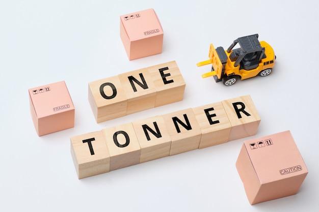 Termin branży kurierskiej jeden ton za dostawę towarów poniżej jednej tony.