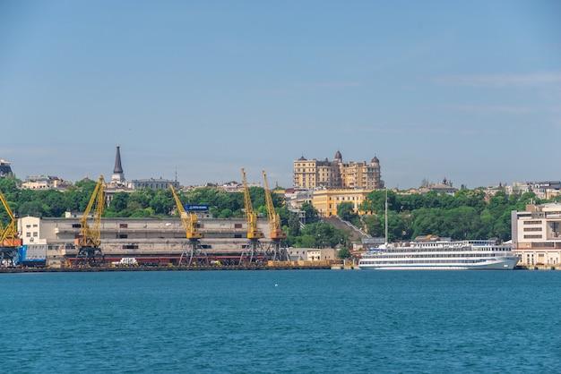 Terminal kontenerowy portu towarowego w odessie na ukrainie