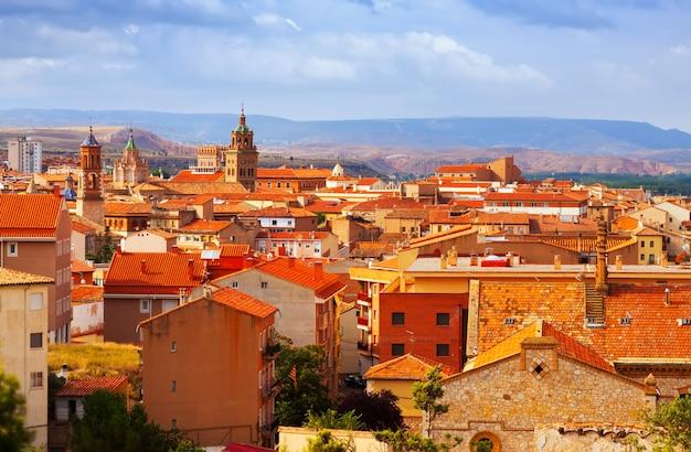 Teruel ze wzgórza w letni dzień