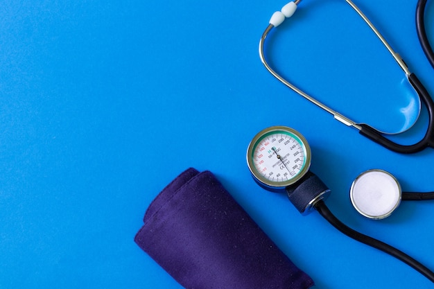 Test kardiologiczny. medyczny stetoskop. diagnoza medyczna. ankieta