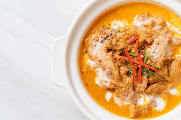 Thai meal kit panang curry z wieprzowiną - tajskie jedzenie