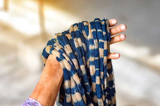 Tkanina barwiona indygo ready for weaving, sakon nakhon, tajlandia