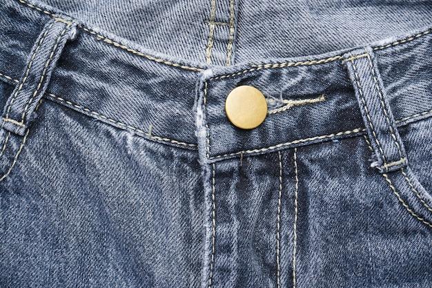 Tkanina dżinsowa ze szwem o modnym designie, miejscem na tekst. selektywna ostrość. tło klasyczne dżinsy.