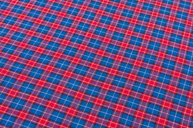 Tkanina w klatce z czerwonym niebieskim, tekstura, tło, wzór.