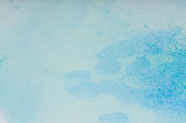 Tle akwarela. niebieskie pociągnięcia pędzlem farby akwarelowe na białym papierze. zdjęcie wysokiej jakości