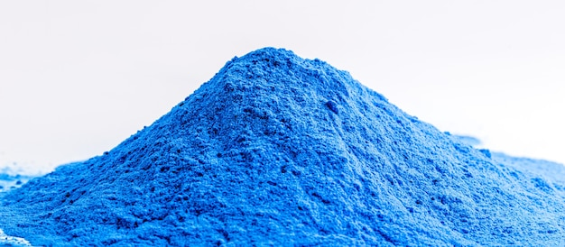 Tlenek kobaltu, chemikalia o niebieskim zabarwieniu, stosowane w przemyśle