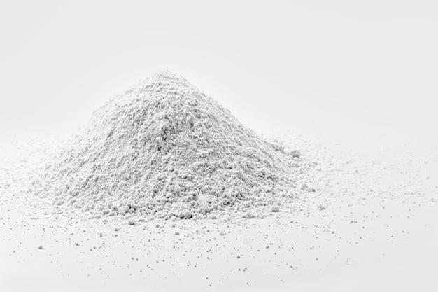 Tlenek potasu, którego wzór chemiczny to ko, składa się z białego związku składającego się z tlenu i potasu.