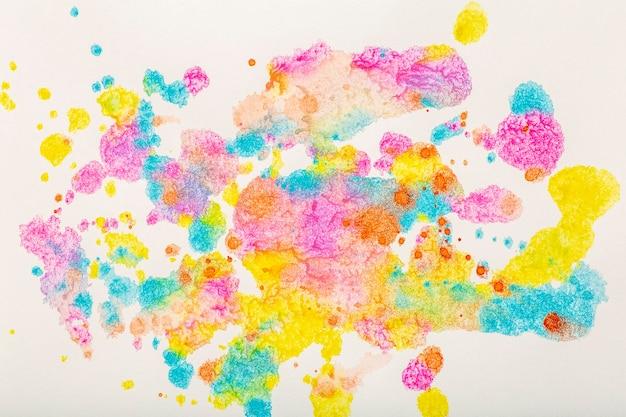 Tło akwarelowe kolorowe pociągnięcia pędzlem akwarelą na białym papierze wysokiej jakości zdjęcie