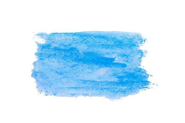 Tło akwarelowe niebieskie pociągnięcia pędzlem akwarelowej farby na białym papierze