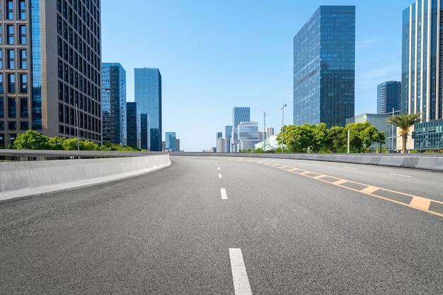 Tło autostrady i panorama miejska