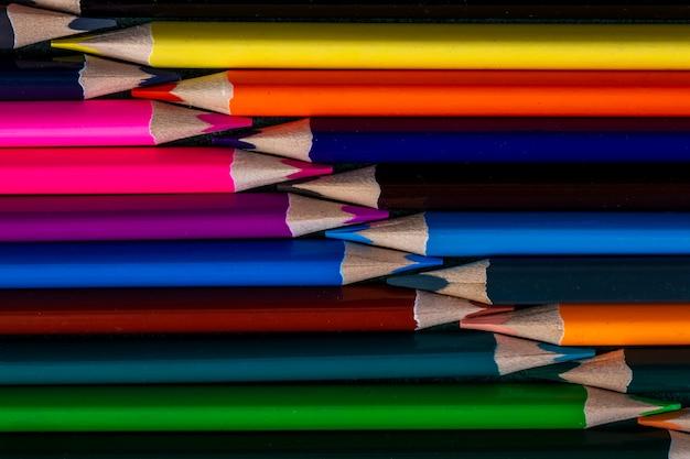 Tło barwionych ołówków odgórny widok