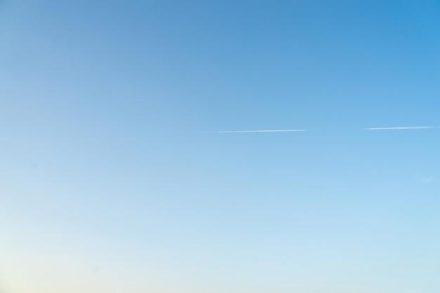Tło błękitnego nieba