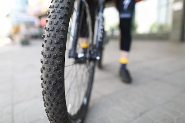 Tło człowiek rowerów. sprzęt sportowy.
