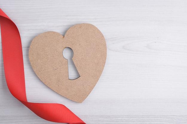 Tło dla karty z pozdrowieniami walentynki. koncepcja walentynki. wstążki czerwony prezent, prezenty