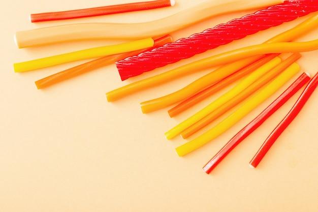 Tło długie cukierki do żucia słodkie galaretki