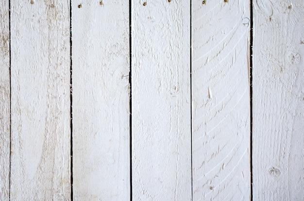 Tło drewniana biała tekstura. zbliżenie: pionowa deska.