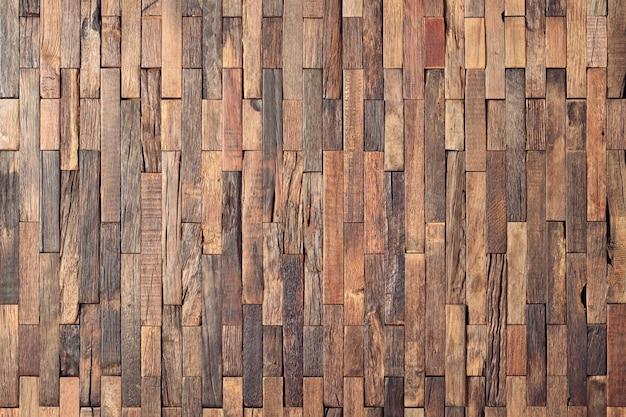 Tło drewnianej ściany wewnętrznej, deski mozaikowe o fakturze drewna