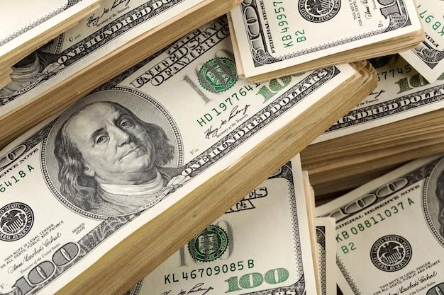 Tło duży stos banknotów dolara. zbliżenie