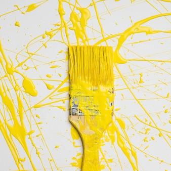 Tło farby pędzlem z splash kolor