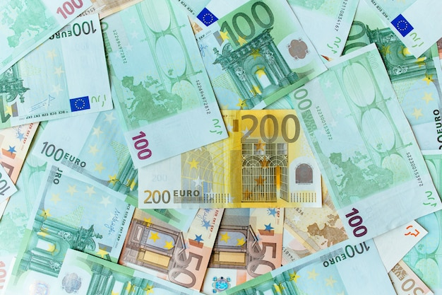 Tło gotówki euro. wiele banknotów waluty euro