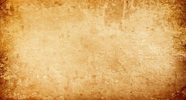 Tło grunge wykonane ze starego wyblakłego brązowego papieru z miejscem na tekst