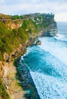 Tło krajobraz oceanu w pobliżu świątyni uluwatu
