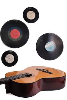 Tło muzyczne, gitara i stare płyty winylowe