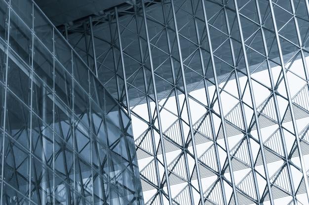 Tło nowoczesnym budynku z metalową ramką