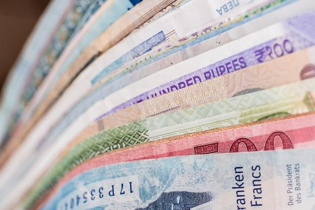 Tło pieniądze papierowe z różnych krajów