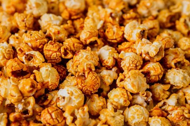 Tło popcorn karmelowy