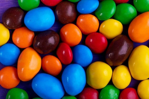 Tło słodkich kolorowych cukierków odgórny widok