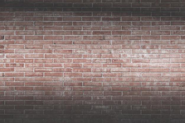 Tło starego rocznika ceglanego muru, dekoracyjna ciemna powierzchnia ściany z cegły na tle