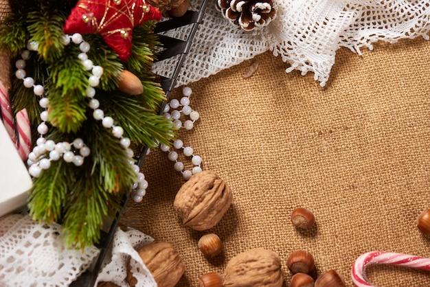 Tło świąteczne dekoracje jodły i inne na worze