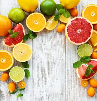Tło świeżych owoców cytrusowych