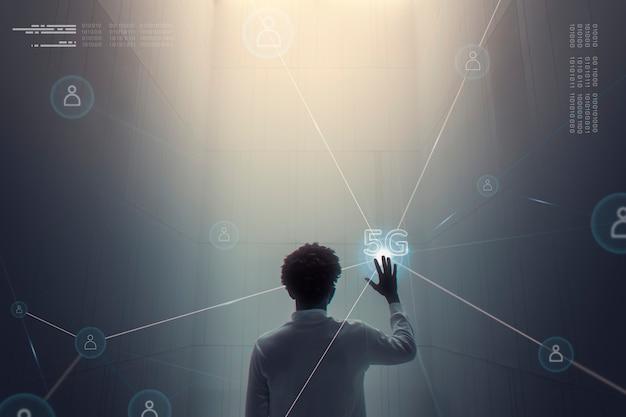 Tło technologii połączenia 5g z człowiekiem za pomocą futurystycznego cyfrowego remiksu wirtualnego ekranu