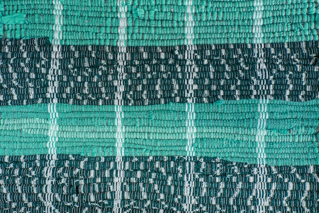 Tło, tekstura kolorowego ręcznie robionego dywanu. dywan z tkaniny z małymi łatami