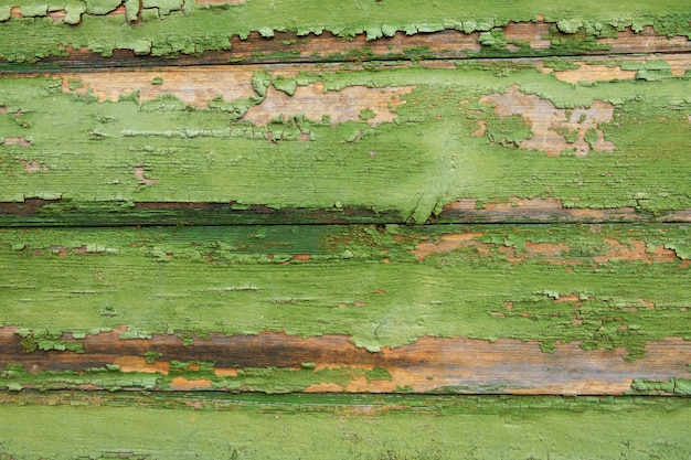 Tło, tekstura. stare poziome deski z resztkami zielonej farby