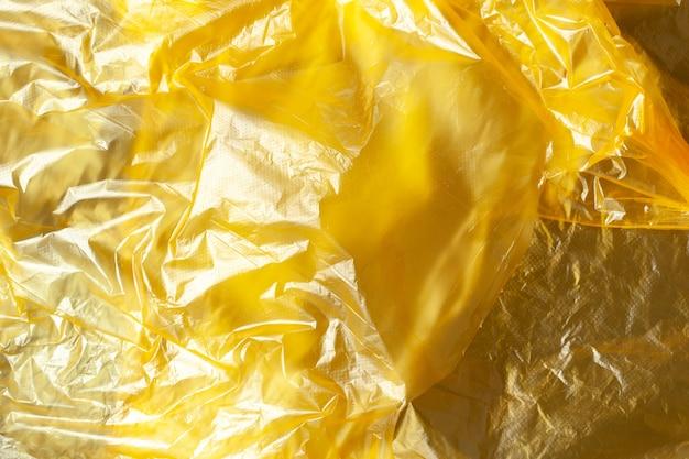 Tło, tekstura z żółtego polietylenu nadającego się do recyklingu