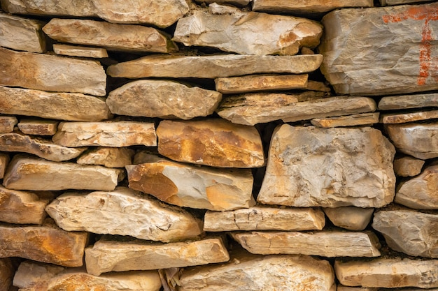 Tło tekstury kamiennego muru architektury starego miasta vela luka, wyspa korcula w chorwacji